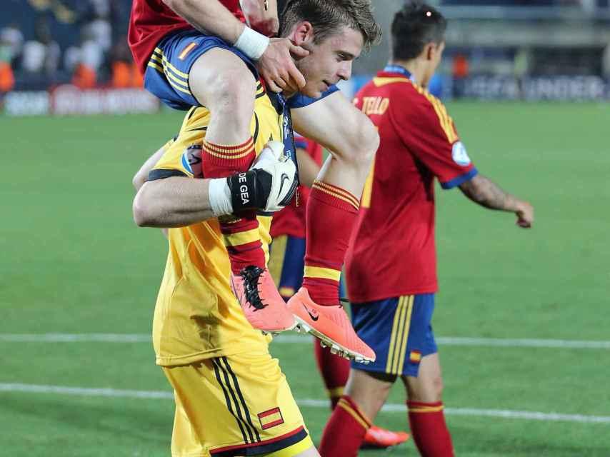 Muniain y De Gea celebran la victoria en el Europeo sub21 de 2013.