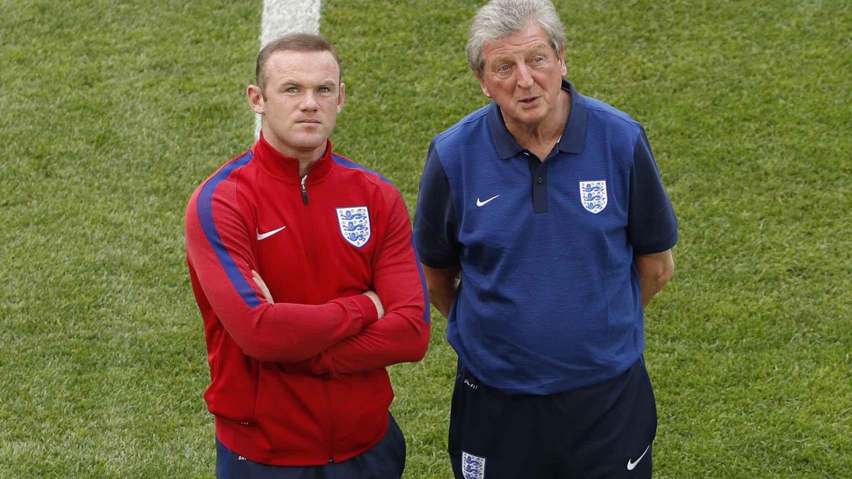Wayne Rooney y el seleccionador Roy Hodgson durante un entrenamiento.