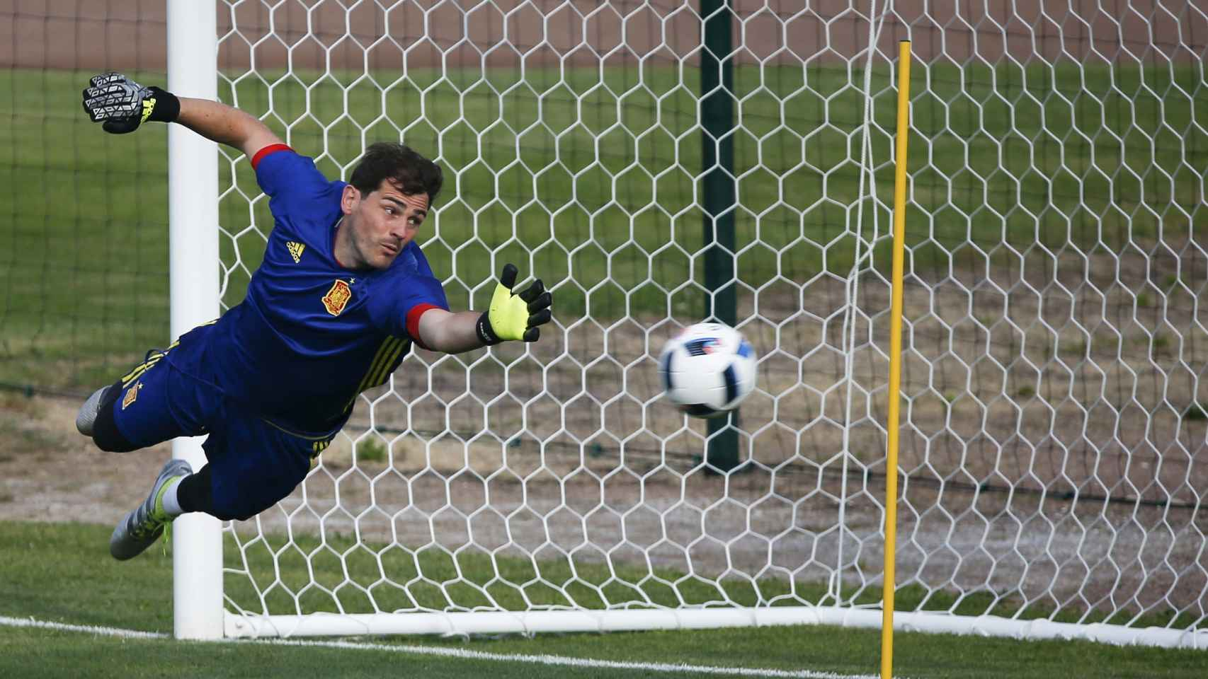 Casillas, entrenando con la selección.