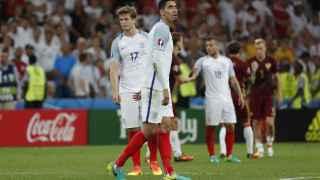 Chris Smalling con gesto decepcionado durante el partido.