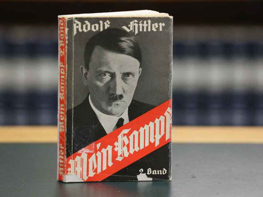 El Mein Kampf, la biblia del nazismo, escrito por Adolf Hitler durante su estancia en la cárcel.