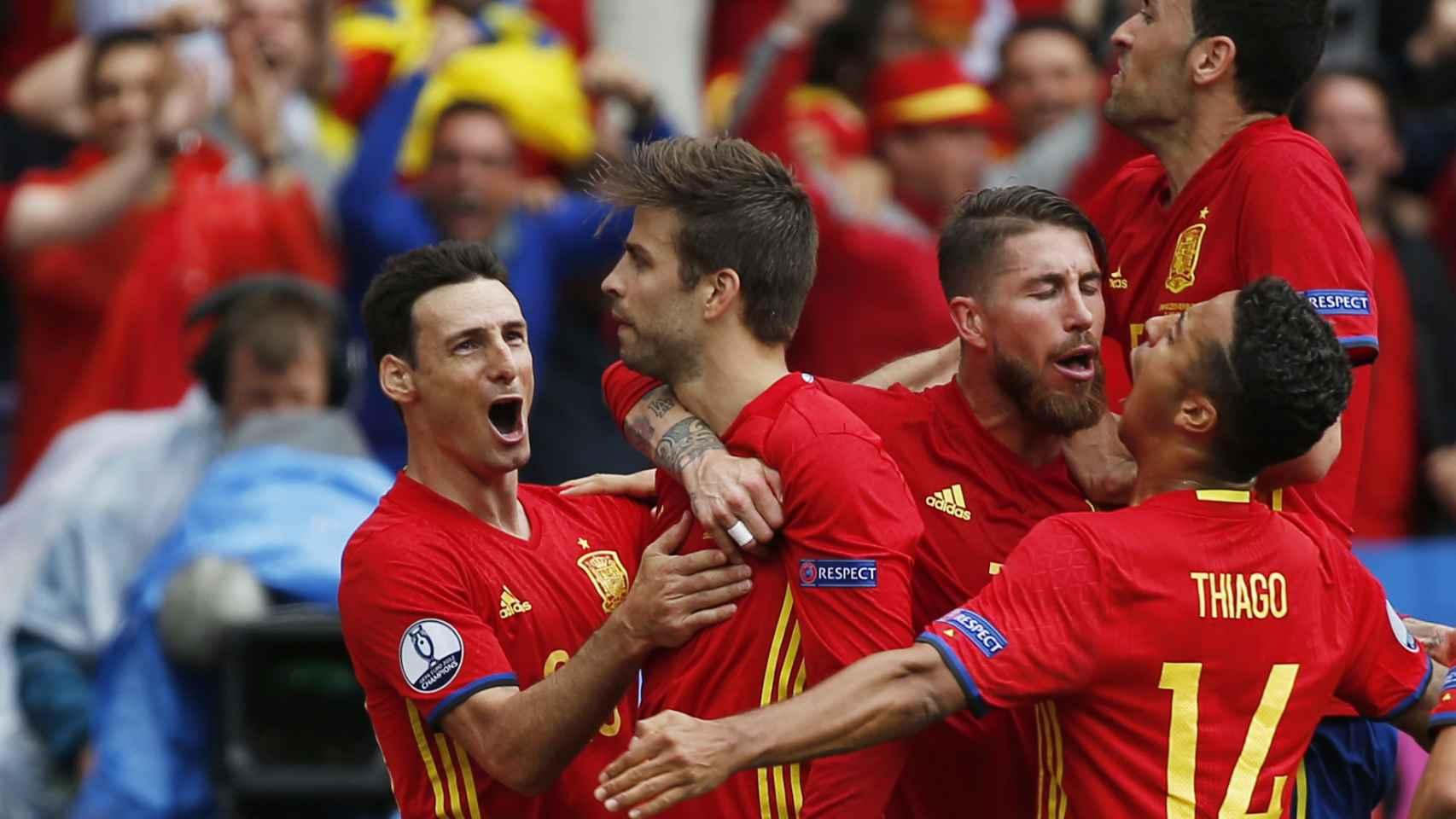 Piqué celebra su gol contra la República Checa.