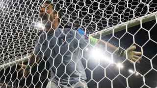 Buffon celebra la victoria de Italia.