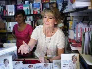 Aguirre, en la feria del libro de Madrid.