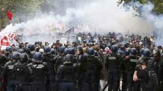 Los gendarmes franceses durante una manifestación en París.