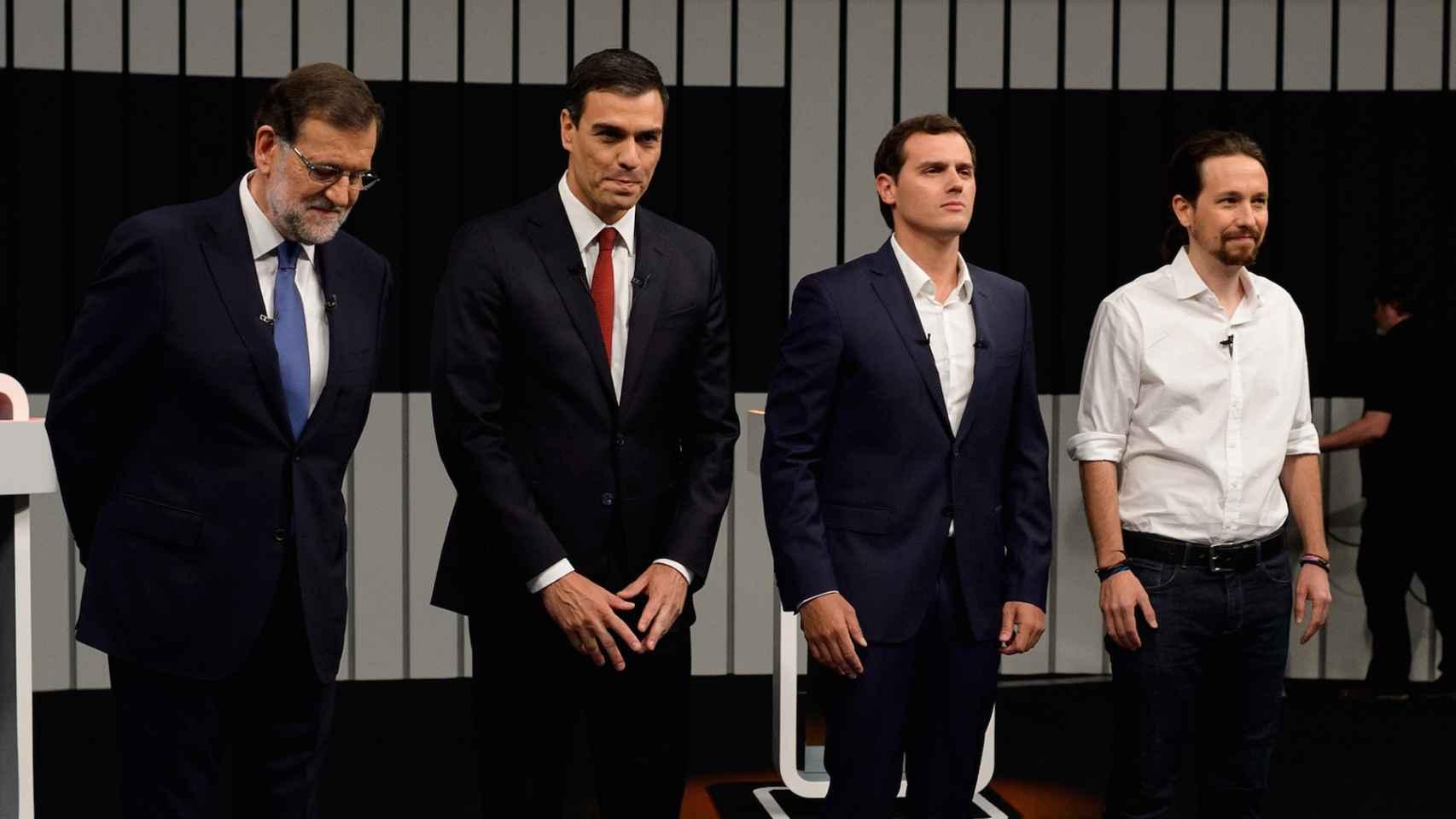 Los cuatro candidatos, justo antes de iniciar el debate.
