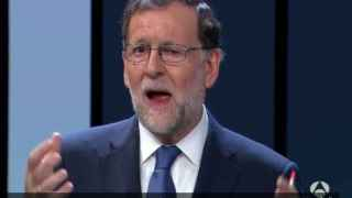 La extraña mueca de Rajoy.