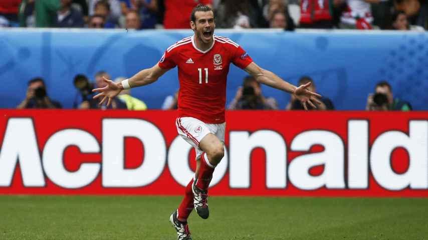 Bale celebra su primer gol.