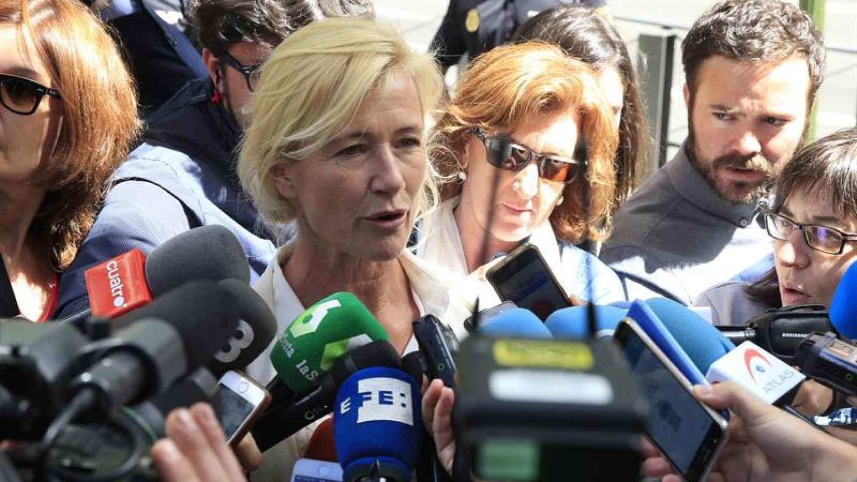 Ana Duato comparece ante los medios de comunicación después de la comparecencia