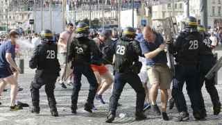 Batalla-campal-hooligans-ingleses-radicales_131750733_6530714_640x360