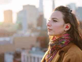 Pilot, el audífono que traduce a tiempo real
