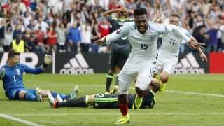 Sturridge celebra su gol ante Gales.