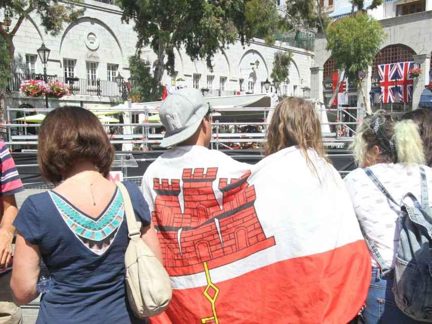 Los gibraltareños esperaban la llegada de Cameron al mitin previsto.