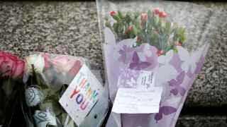 Flores en homenaje a la diputada Jo Cox cerca del lugar donde fue asesinada.