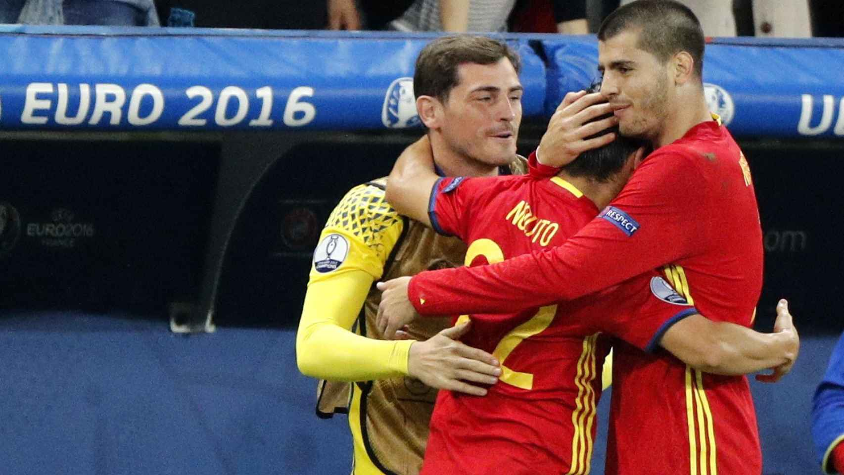 Nolito celebró su tanto con Casillas y Morata en el banquillo.