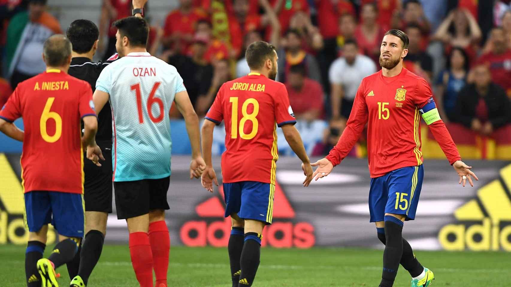 Sergio Ramos recibió la segunda amarilla más rápida de la historia de la Eurocopa.