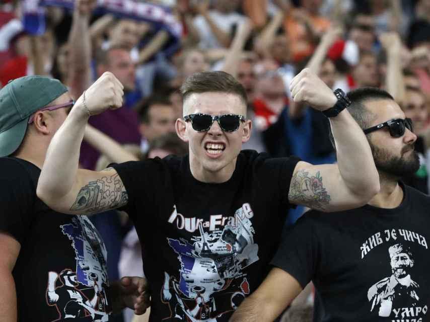 Hooligans rusos en las inmediaciones del Velodrome de Marsella la pasada semana.
