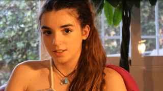 La estudiante de 4º de ESO que saca los colores a los políticos con un vídeo