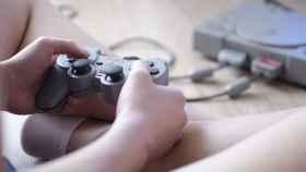 Un usuario jugando a un videojuego.