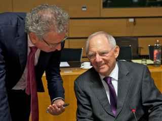 El ministro alemán Schäuble defiende que la banca debe reducir riesgos.