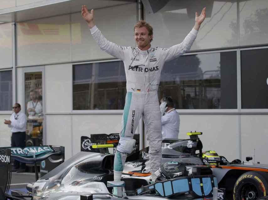 Rosberg celebra su victoria en Baku.