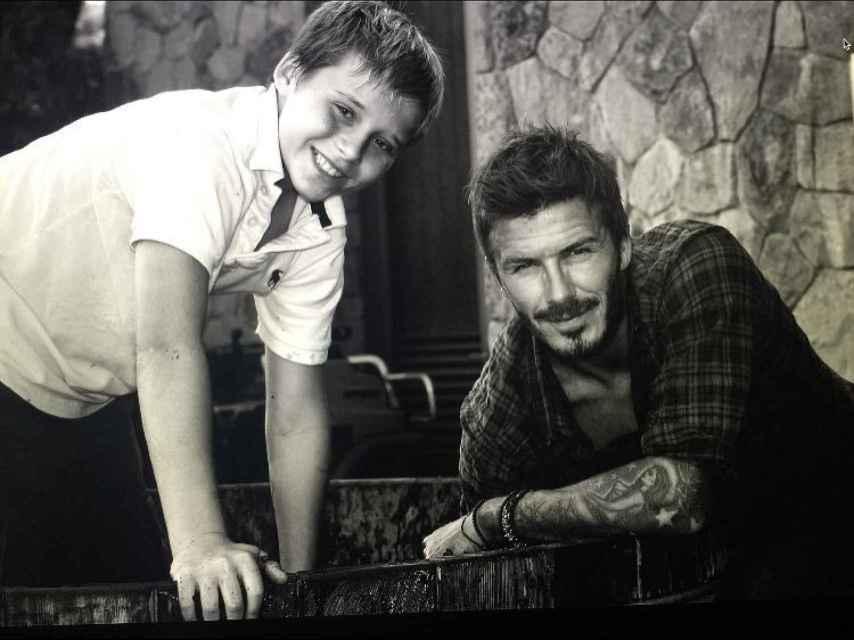 Brooklyn Beckham felicitó a su padre con un escueto mensaje y una foto antigua