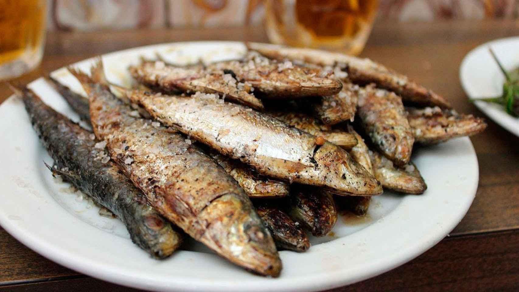 En el Bar Santurce llevan cuatro décadas cocinando sardinas.