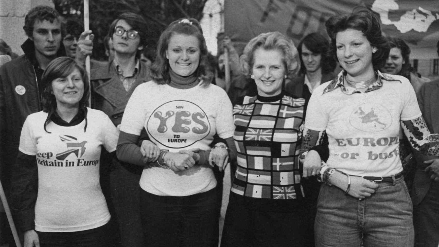 Margaret Thatcher haciendo campaña a favor del sí a la Comunidad Económica Europea en Londres el día antes del referéndum de 1975.