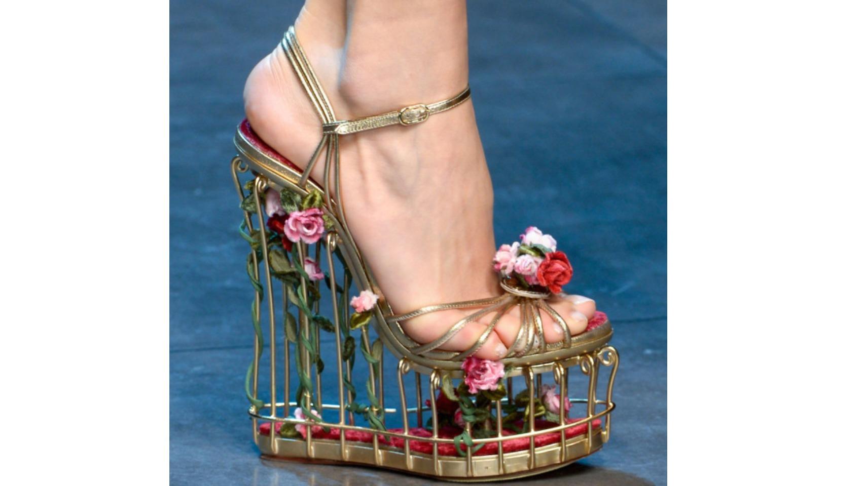 Sandalias inspiradas en una jaula de pájaros de Dolce Gabbana.