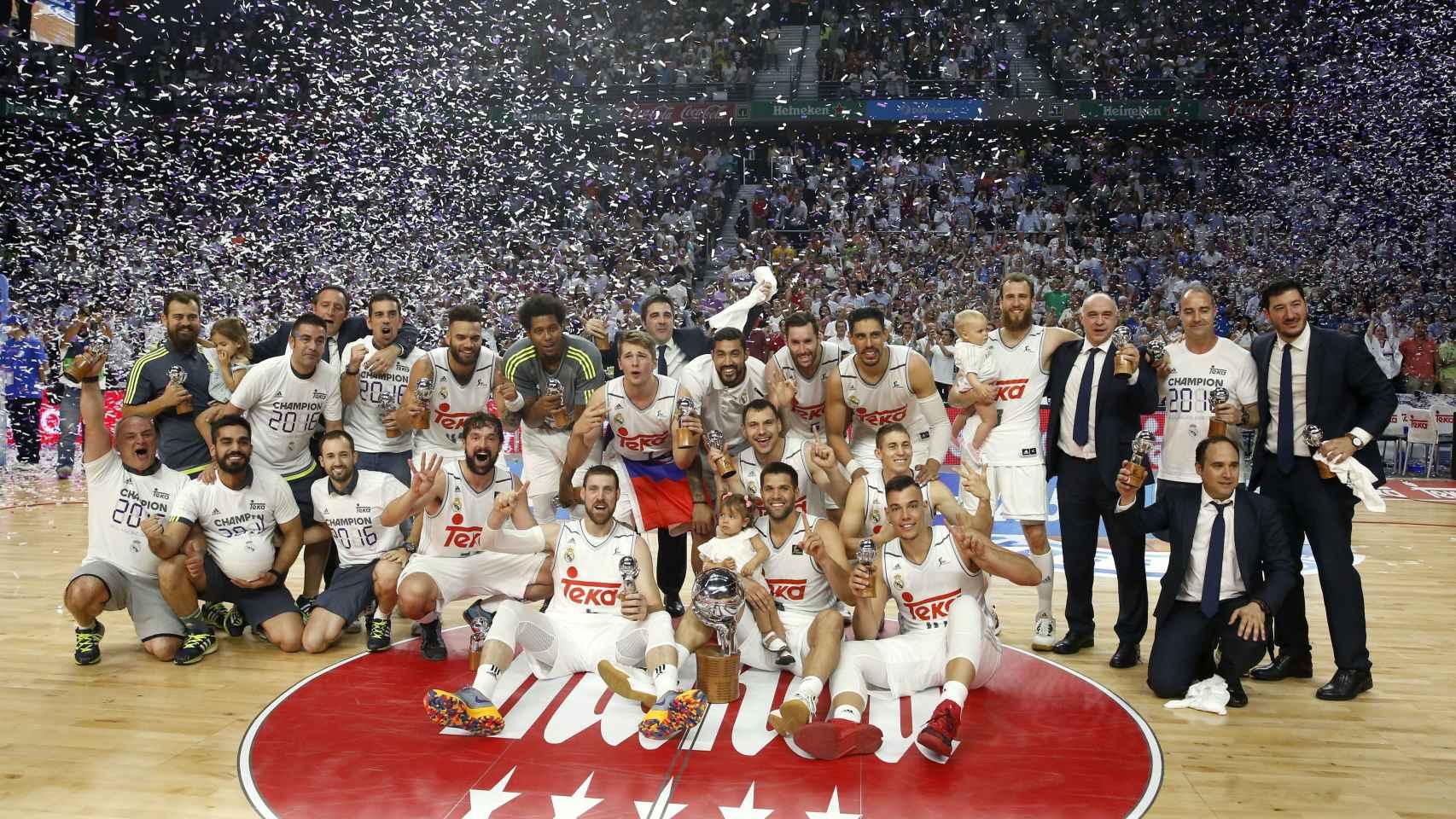 El Real Madrid se proclamó campeón tras imponerse por 3-1 en la final al Barcelona Lassa.