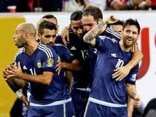 Messi celebra uno de los goles a Estados unidos.