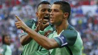 Cristiano y Nani celebran un gol.