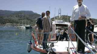 El líder del PP, Mariano Rajoy, en el puerto de Sóller este miércoles por la mañana.