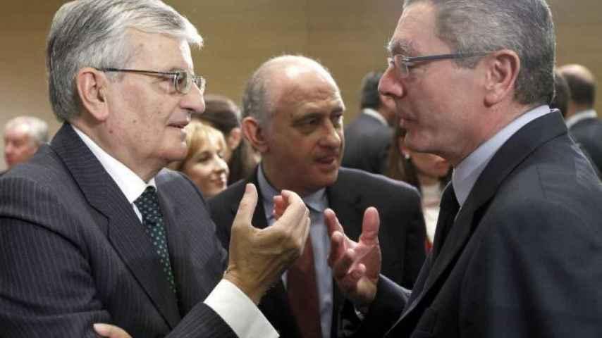 En primer plano, Toores Dulce (i) y Gallardón (d); al fondo, Fernández Díaz.
