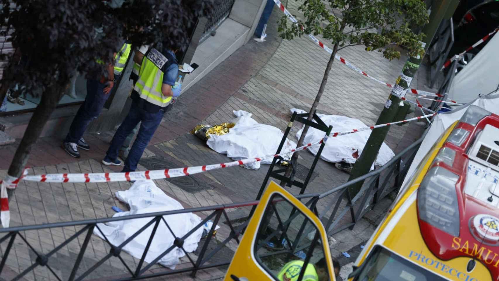 Los cadáveres de las tres personas halladas muertas en el despacho de abogados.