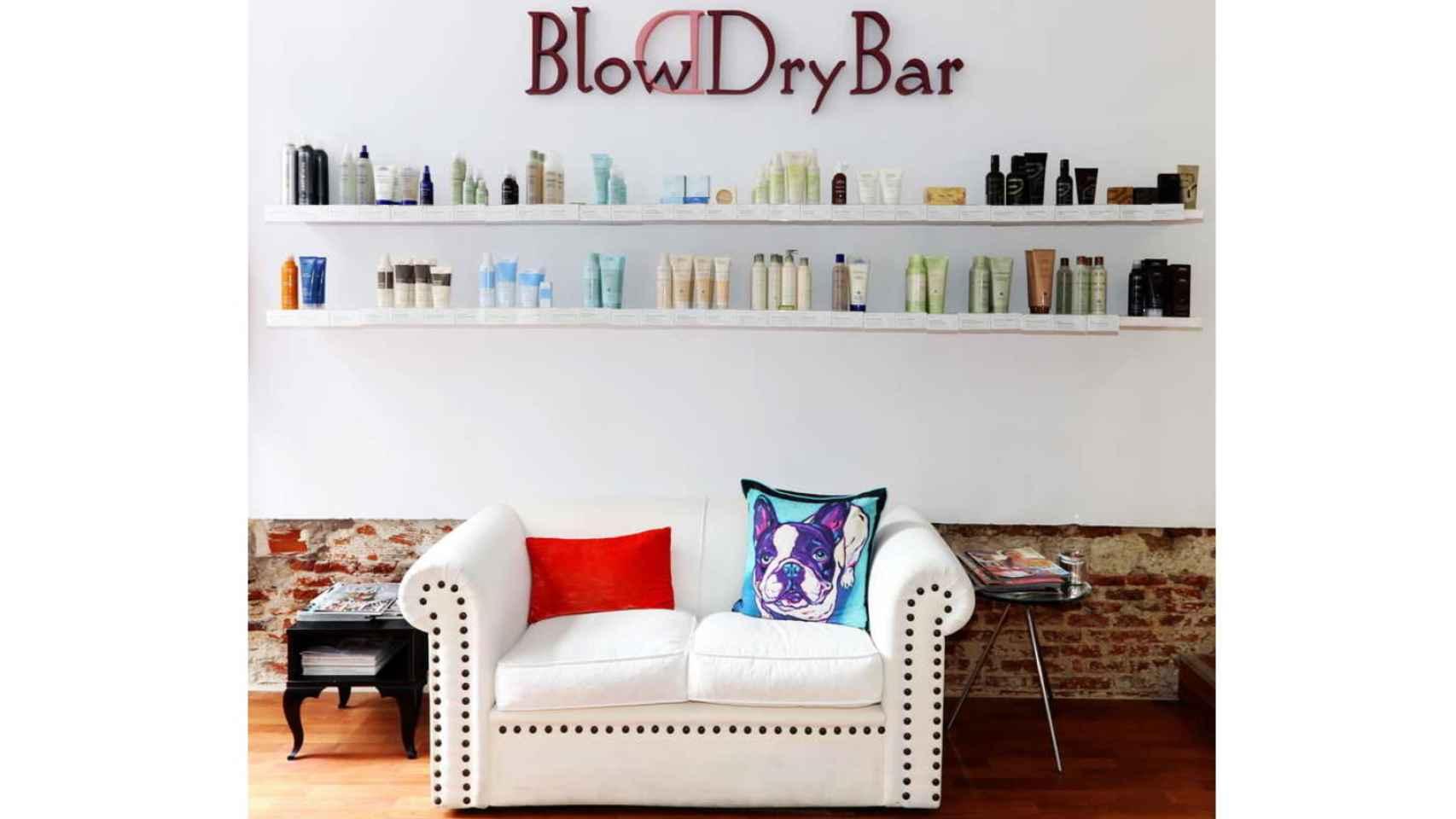 Entrada de Blow Dry Bar y el espacio favorito de los famosos para fotografiarse.