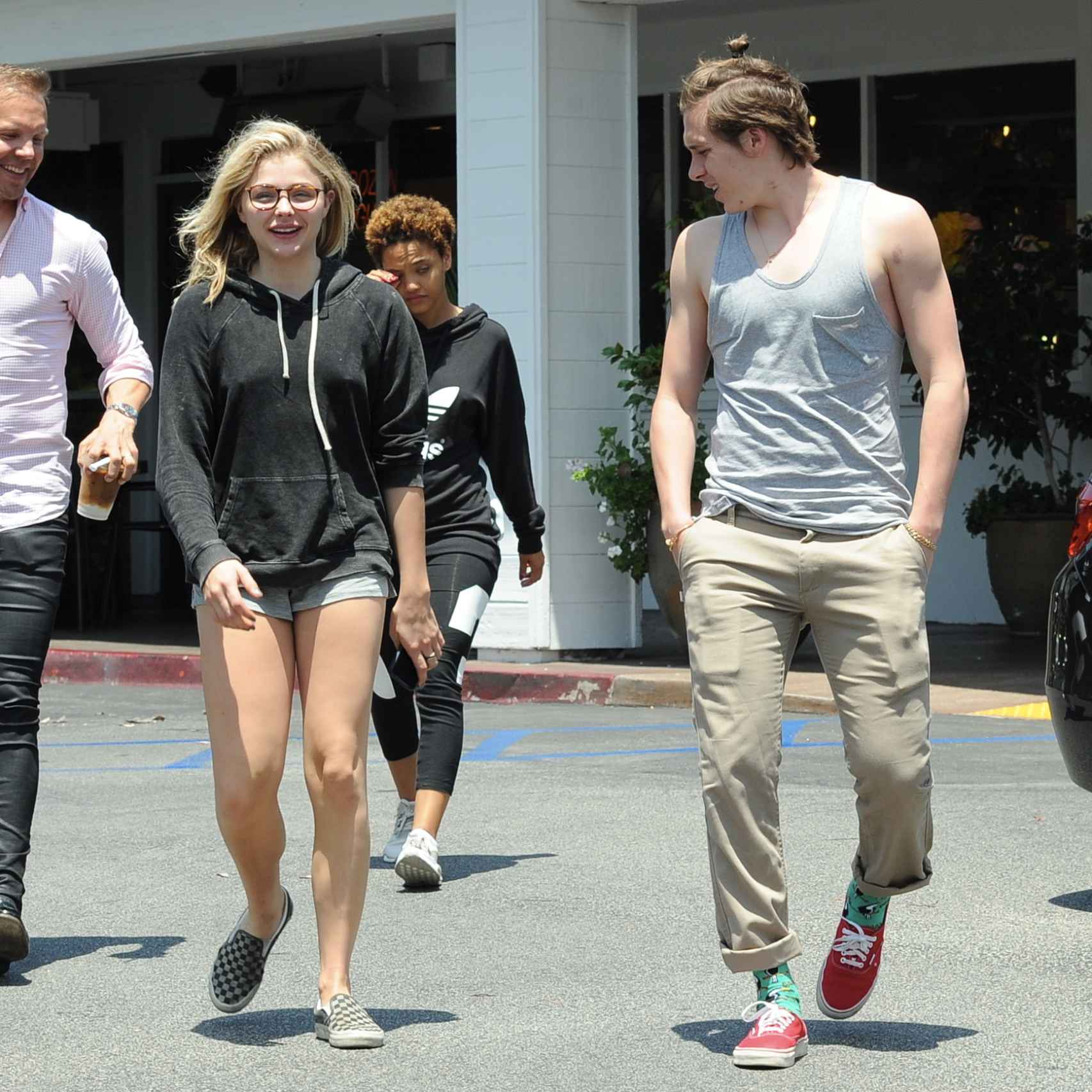 Chloe Grace Moretz y Brooklyn Beckham en Studio City (California)
