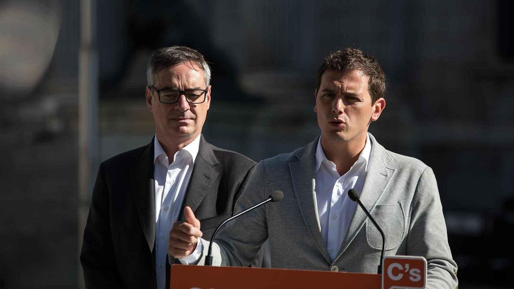 Rivera y Villegas, frente al Congreso.