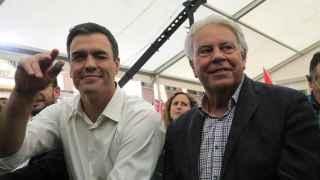 Pedro Sánchez y Felipe González, en el único mitin del expresidente, este viernes en Madrid.
