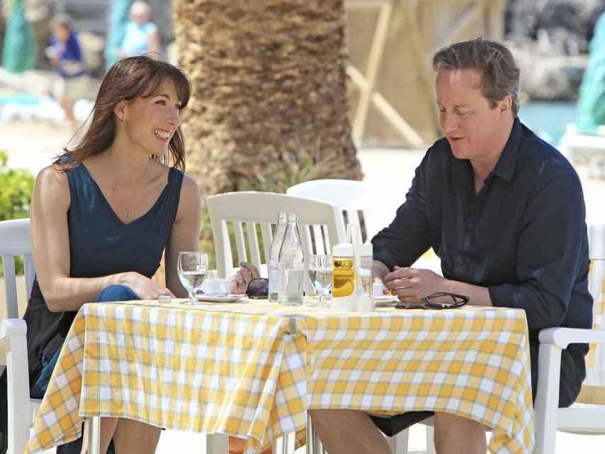 David cameron y su mujer Samantha comiendo en un restaurante en Ibiza