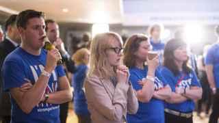 Seguidores de la permanencia en la Unión Europea siguiendo los resultados en Londres.