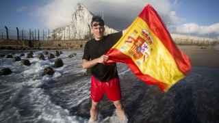Operación Tarzán: así nadé hasta Gibraltar para poner la bandera española