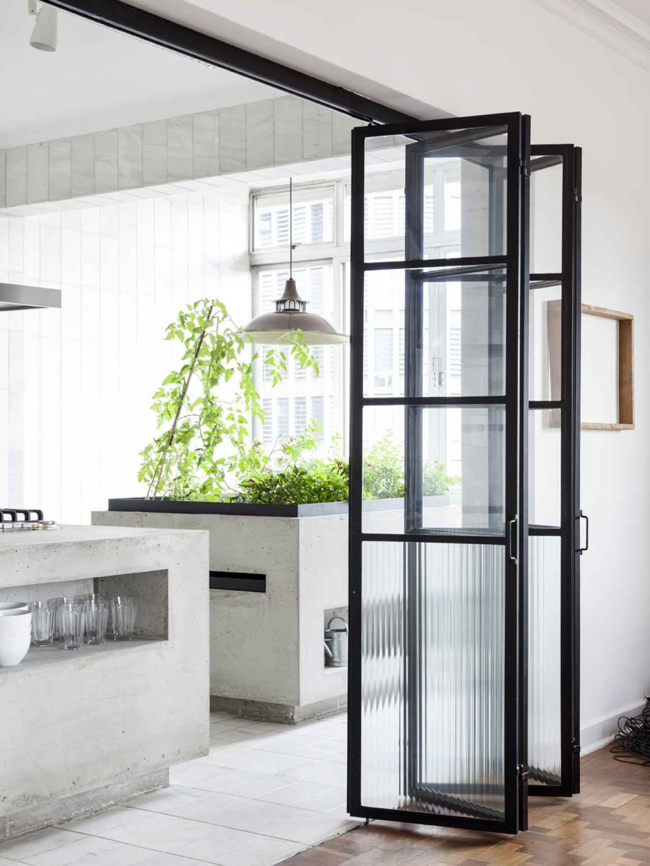 Foto cocinas cerramiento cristal de irene villaverde - Cristales para puertas de cocina ...