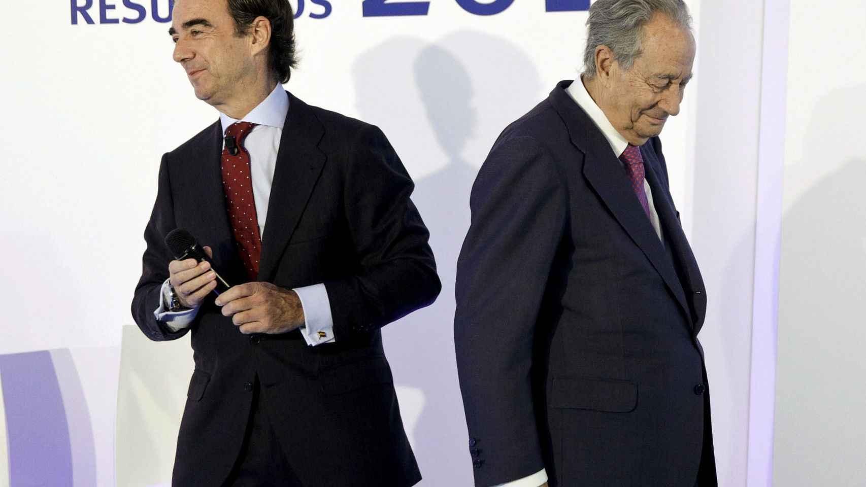 Juan Miguel Villar Mir de Fuentes (izq), junto a su padre.