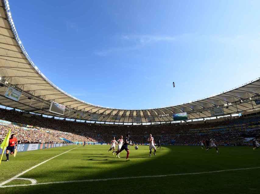 Maracaná durante un partido de fútbol.