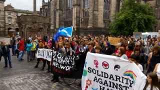 Inicio de la marcha hacia el parlamento escocés.