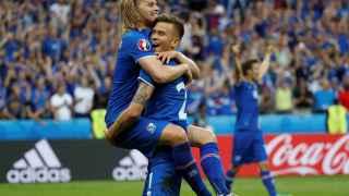 Los jugadores islandeses celebran el pase a octavos de final.