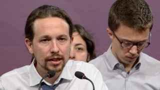 Pablo Iglesias junto a Íñigo Errejón al valorar los resultados.