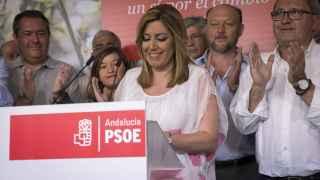 Susana Díaz junto a los miembros de la ejecutiva.