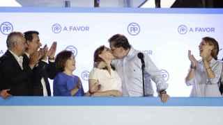 Rajoy y Viri se besan imitando a Iker y Sara